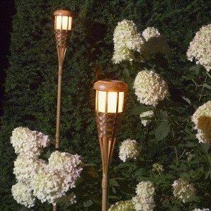 Tikki Fackel Garten Solarfackel Lampe im coolen Bambus Design Ticky Style  mit wunderschönem warmem Flackerlicht Kerzeneffekt Solarenergie Solar Lame  ...